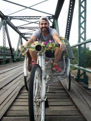 Montando en bici en Pai (Tailandia)